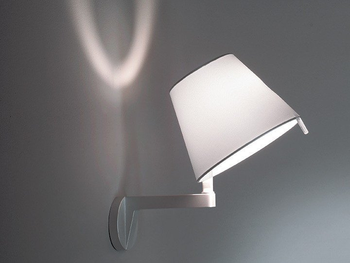 Melampo lampada da parete by artemide design adrien gardère