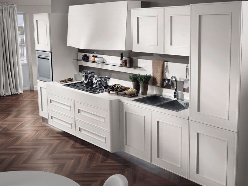 Cucina laccata lineare in legno impiallacciato senza maniglie ...