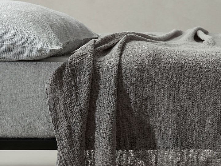 Solid-color linen bedspread MINA by Society Limonta