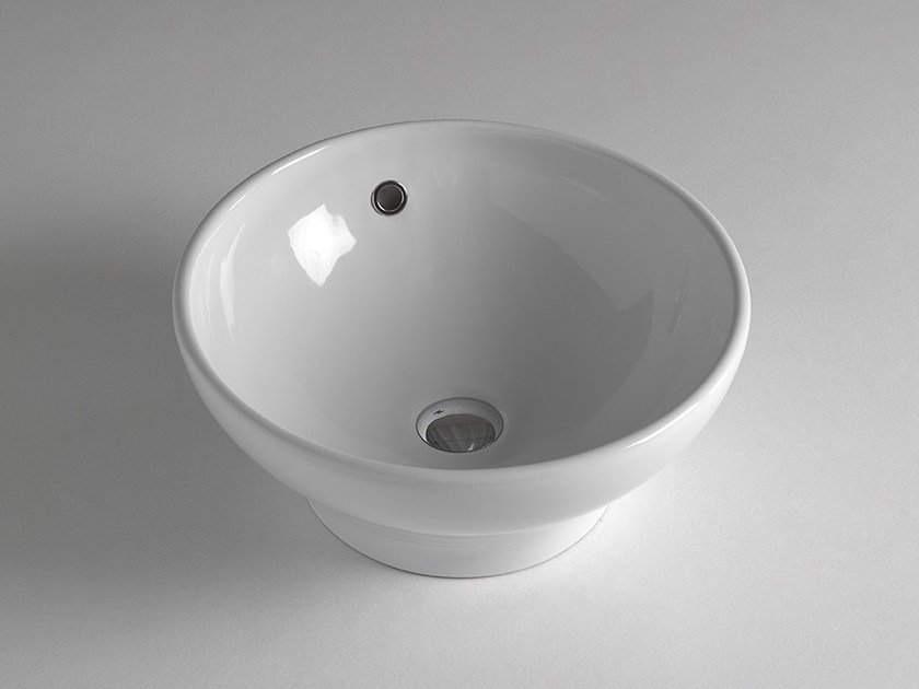 Round ceramic washbasin with overflow ROUND by BLEU PROVENCE
