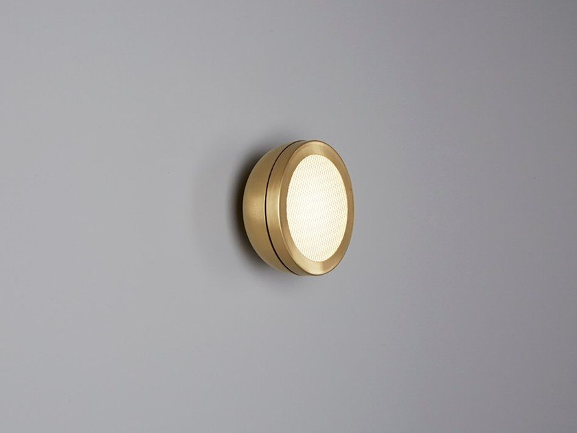 LED brass wall light MOLLY | Wall light by Tooy