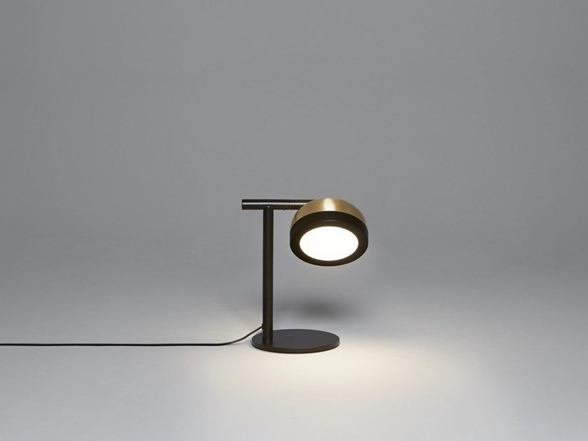 Brass table lamp with fixed arm MOLLY | Table lamp by Tooy