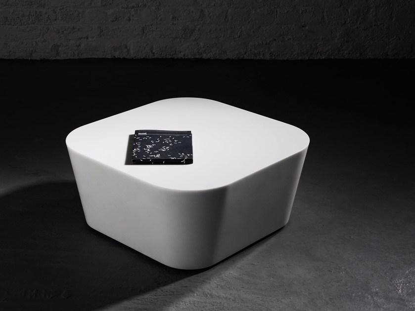 Low Solid Surface coffee table MONO | Coffee table by Isomi