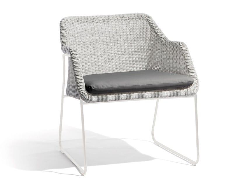 Sled base garden easy chair MOOD | Sled base easy chair by MANUTTI