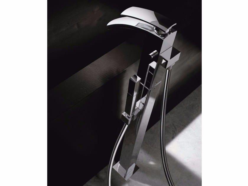 Floor standing single handle bathtub mixer MOON | Floor standing bathtub mixer by ZAZZERI