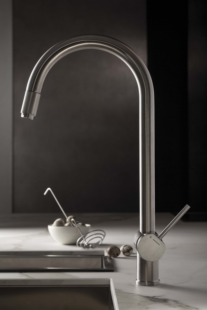 Kitchen mixer tap with swivel spout with pull out spray MOONY | Kitchen mixer tap by newform