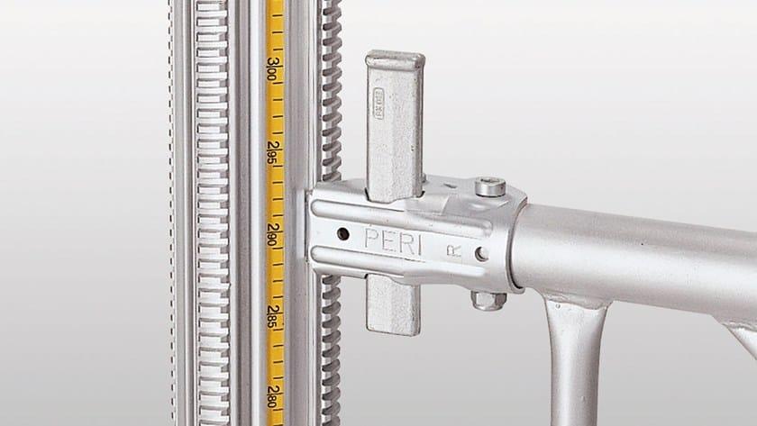 PERI MULTIPROP - Il metro a nastro incorporato consente di preimpostare con precisione la lunghezza d'estensione del puntello