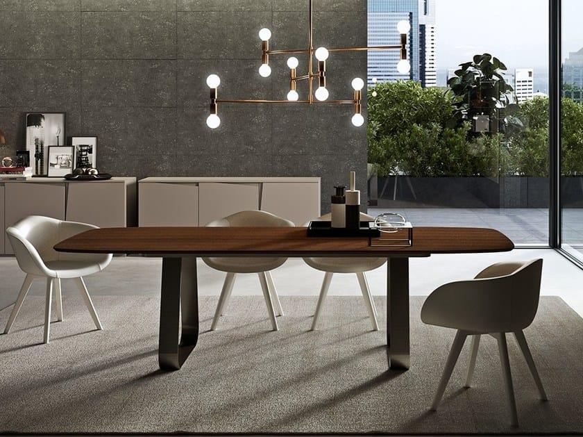 Tavolo da pranzo in legno per contract MUN by EmmeBi