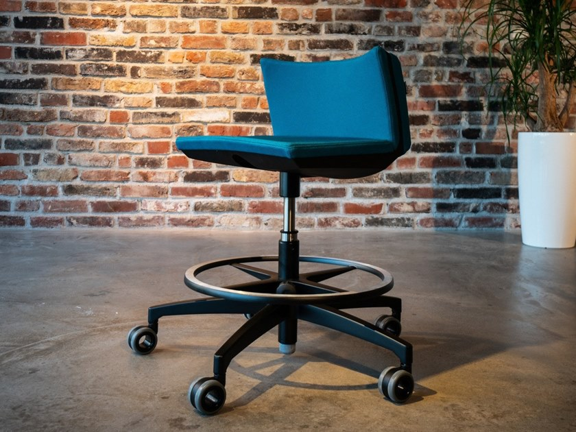 Sgabello da ufficio a razze ergonomico girevole in tessuto