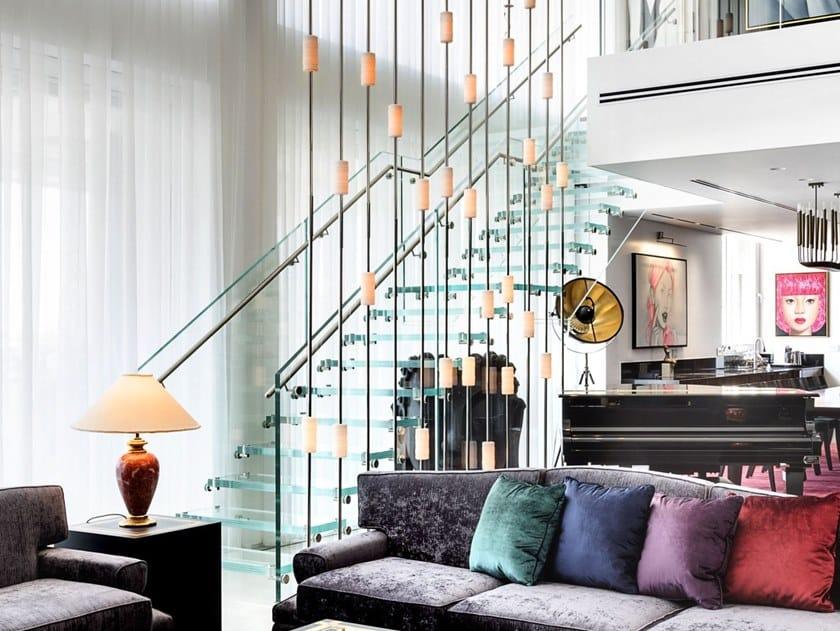 Scala a giorno rettilinea in vetro con doppia struttura Mistral Shine by Siller Treppen