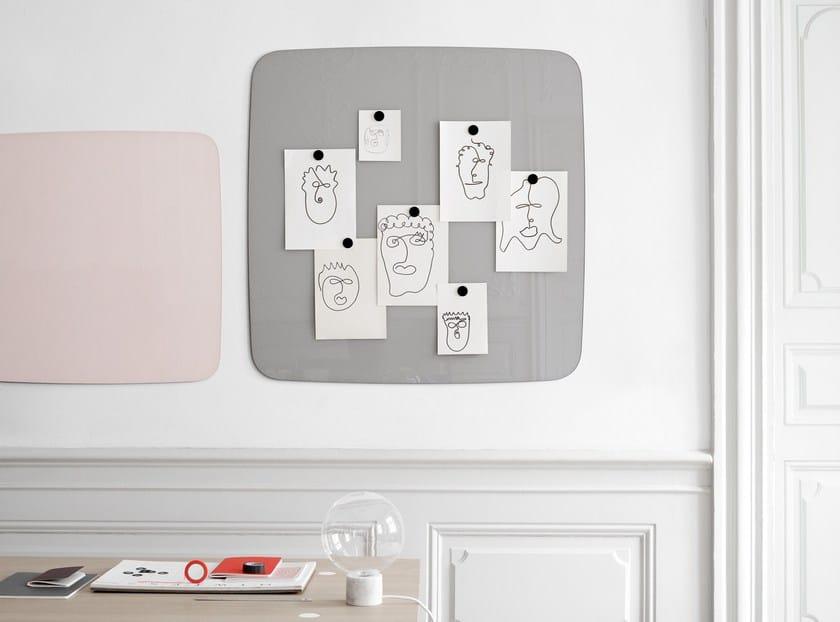 Wall-mounted glass office whiteboard Flow Wall by Lintex
