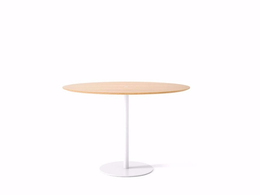 Oval wooden contract table NÚCLEO | Oval table by Punt