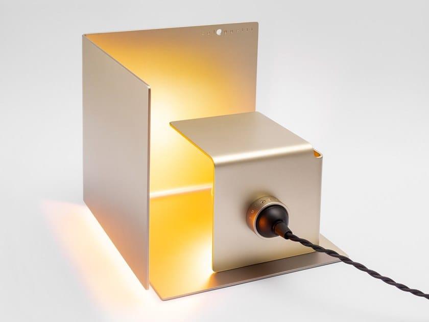 LED adjustable aluminium table lamp NASCONDINO - PEARL GOLD by Sologgetti