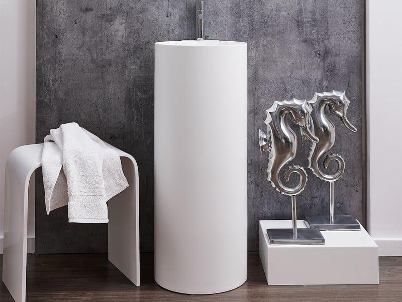 Lavabo freestanding rotondo singolo in Corian® NATUR | Lavabo in Corian® by AMA Design