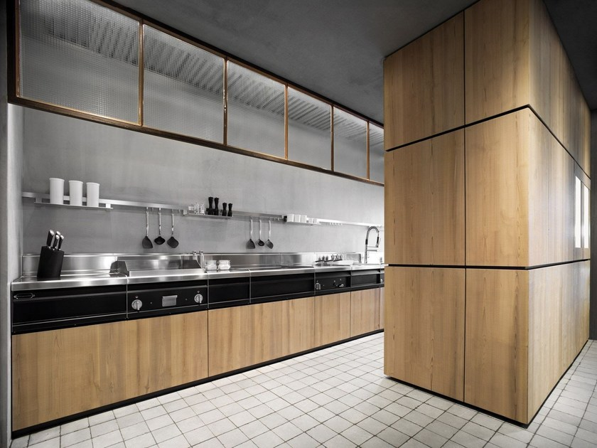 Linear solid wood fitted kitchen NATURAL SKIN | Solid wood kitchen by Minacciolo
