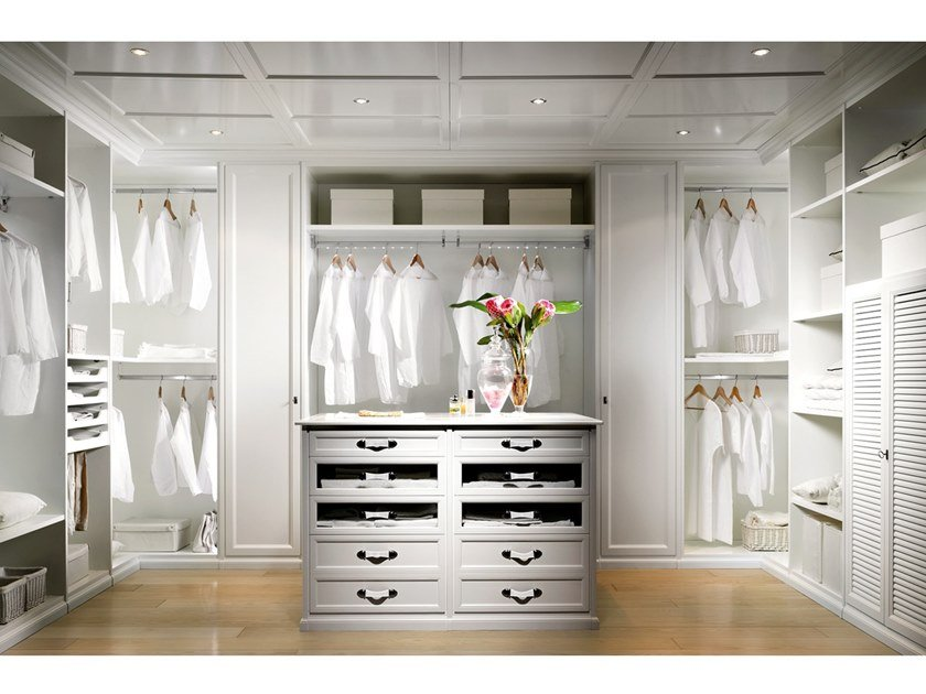 Classic style walk-in wardrobe NAVIGLI | Walk-in wardrobe by Prestige