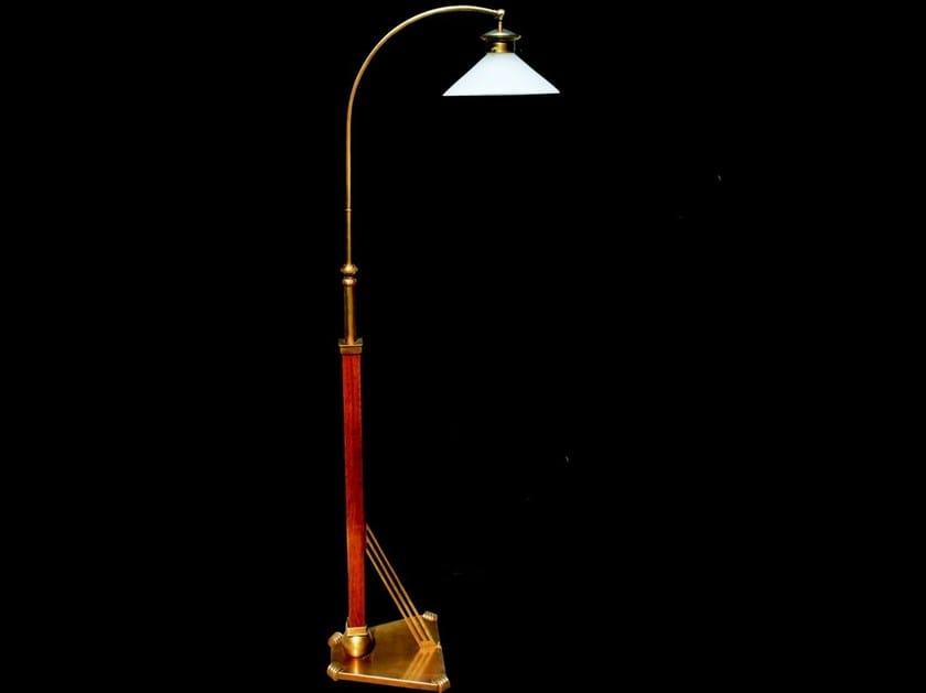 Lampada da terra a luce diretta fatta a mano in ottone NEW YORK | Lampada da terra by Patinas Lighting