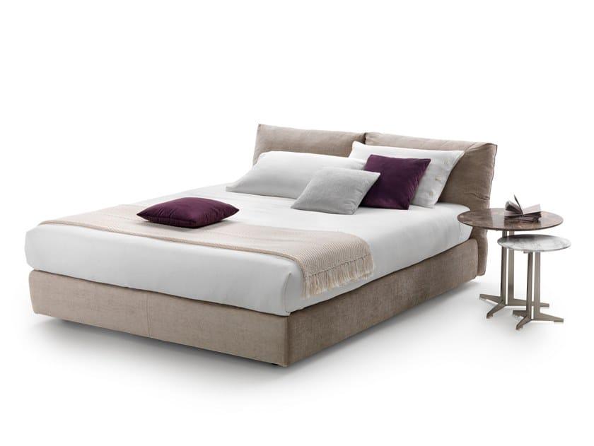 Gepolstertes Doppelbett Bett aus Stoff NEWBRIDGE SOFT by FLEXFORM