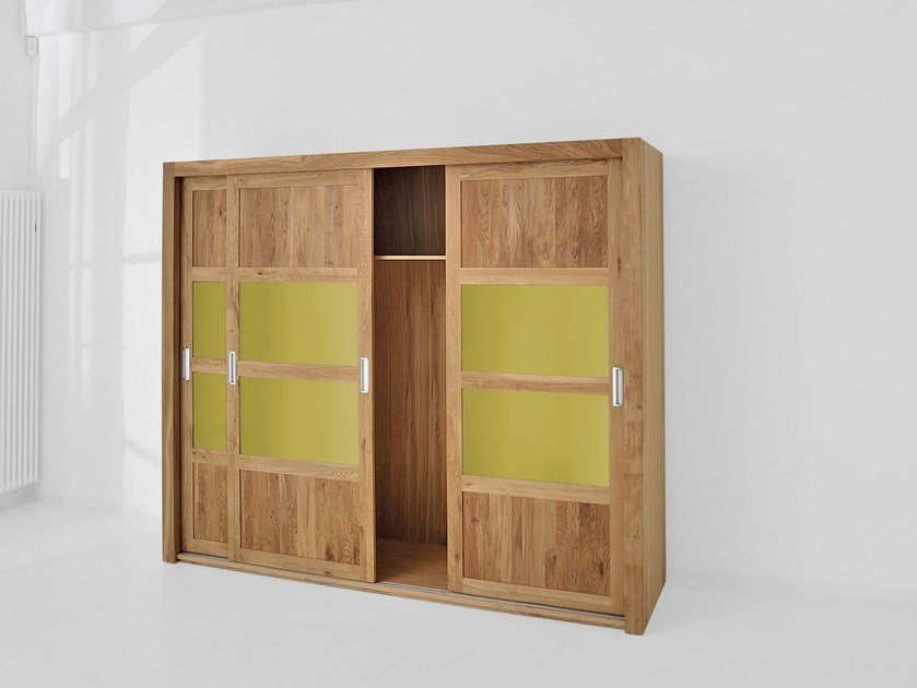 kleiderschrank aus massivem holz mit schiebet ren note by. Black Bedroom Furniture Sets. Home Design Ideas