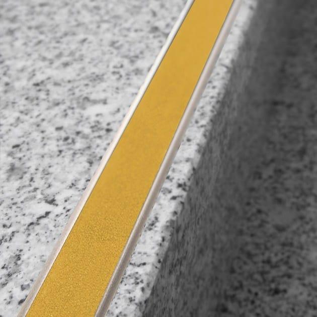 NOVOPLETINA® SAFETY | Profilo paragradino in alluminio