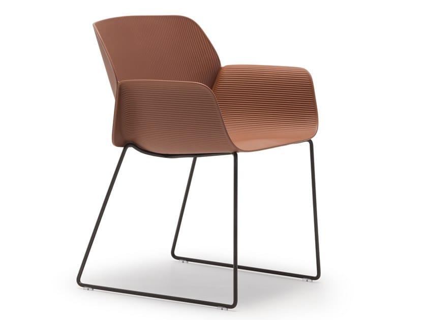 Sedia a slitta con braccioli NUEZ SO2783 by Andreu World