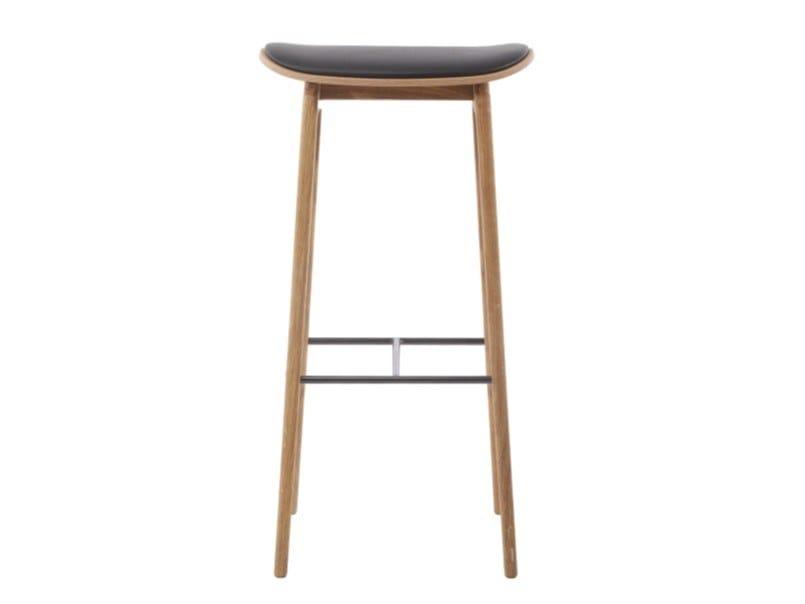 High oak stool with integrated cushion NY11 | Stool with integrated cushion by NORR11