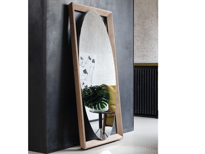 Freestanding oval mirror with wooden frame ODINO | Oval mirror by Porada