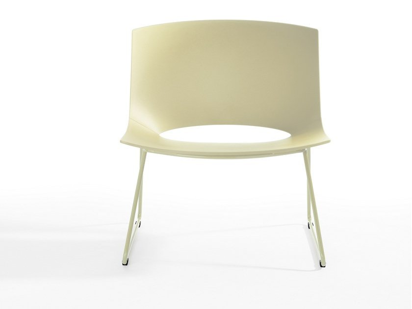 Sled base polypropylene easy chair OH! | Sled base easy chair by ENEA