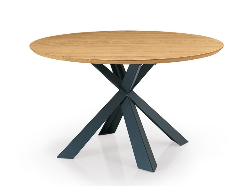 Round custom wooden table MONTANA | Round table by Oliver B.