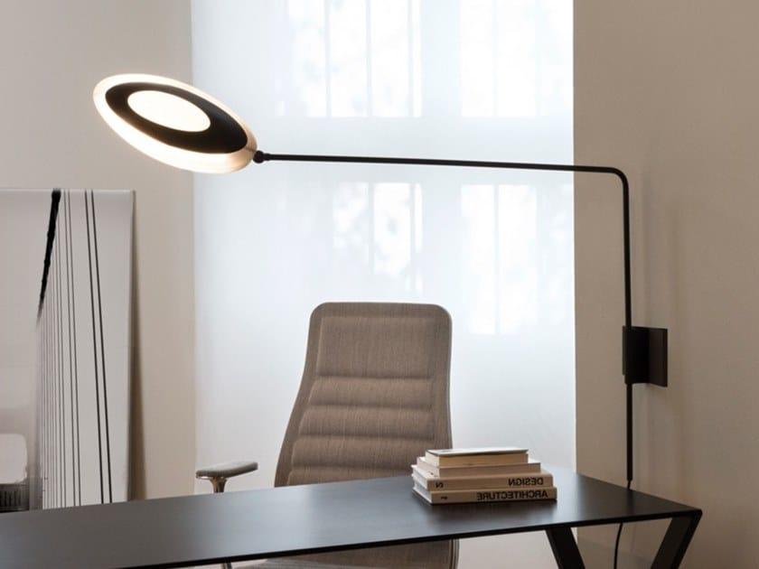 Lampada da parete orientabile in policarbonato e alluminio OLYMPIA | Lampada da parete orientabile by NEMO