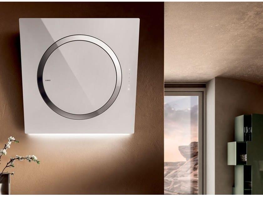 Dunstabzugshaube aus glas zur wandmontage om air by elica design