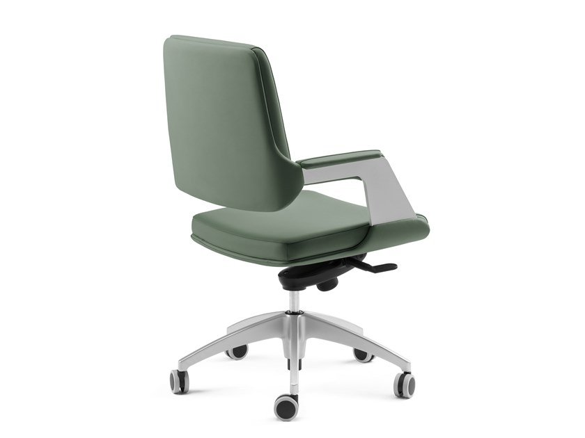 Executive chair with 5-spoke base with armrests OMNIA | Executive chair with 5-spoke base by Arte & D