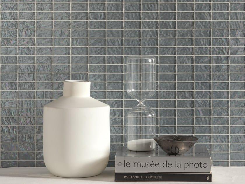 Mosaico in vetro ondulato e iridescente in superficie ONDE by Mosaico+
