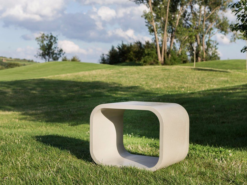 Concrete bench OPUS SOLO by CO33