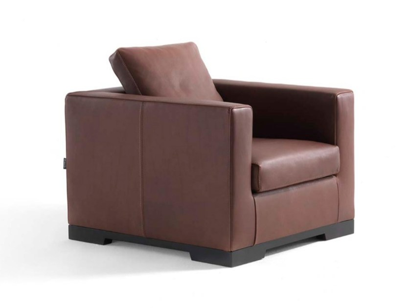 Leather armchair with armrests ORAZIO JUNIOR by Frigerio Salotti