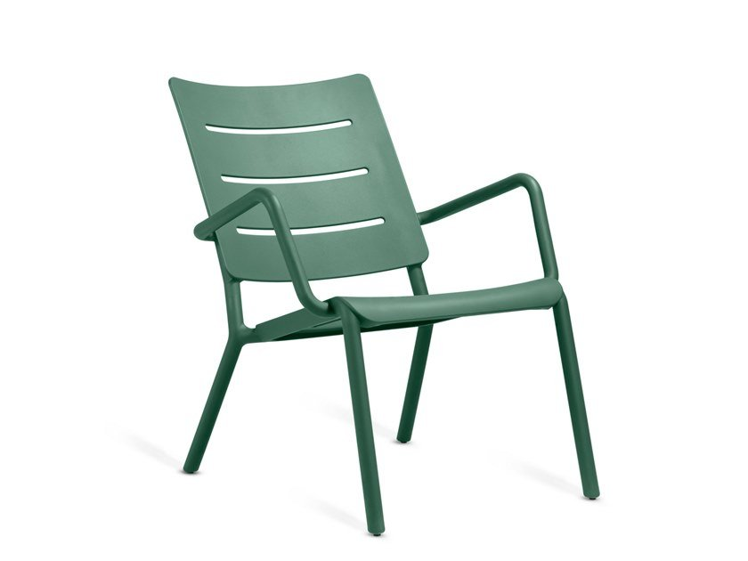 Garden easy chair with armrests OUTO | Easy chair by TOOU