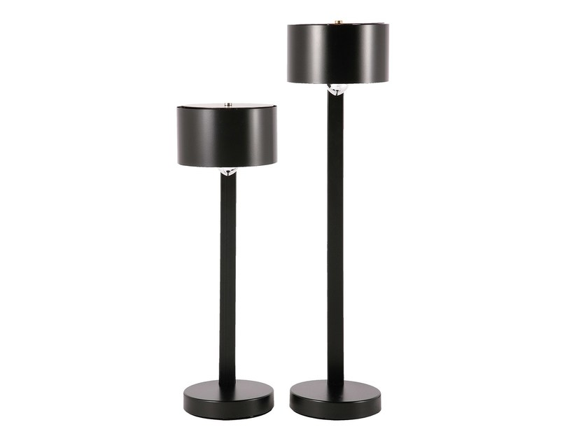 Metal table lamp with fixed arm OVNI | Table lamp by Branco sobre Branco