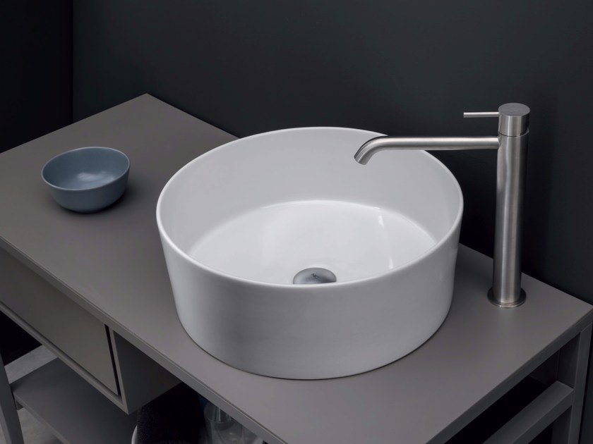 Countertop round ceramic washbasin OVVIO VASO by Nic Design
