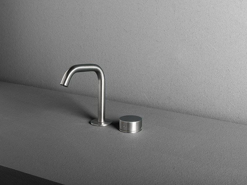 2 hole countertop washbasin tap OX | Countertop washbasin tap by MAKRO