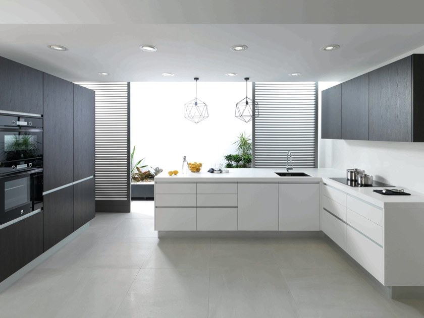 Kitchen with integrated handles with peninsula P1.60 by GAMADECOR