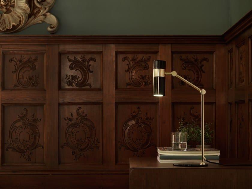Lampada da comodino a luce diretta orientabile in metallo PAGO | Lampada da tavolo by Aromas del Campo