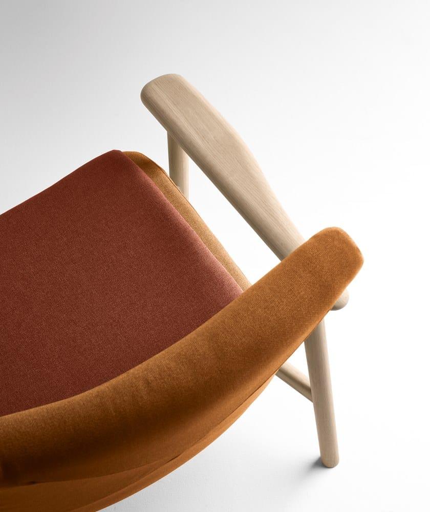 Poltrona in tessuto con braccioli PALETA | Poltrona by Bosc