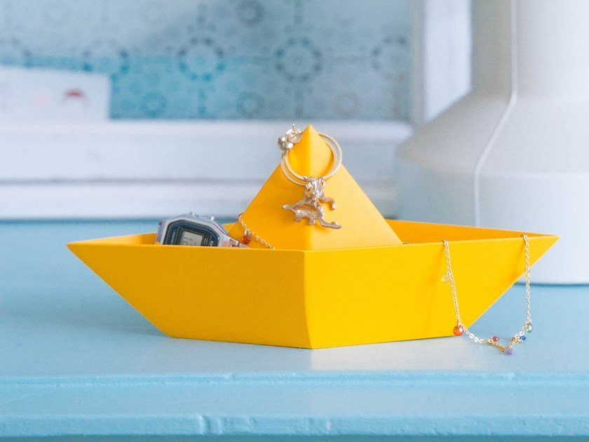 Pin tray in painted steel PAPER BOAT by HIRO