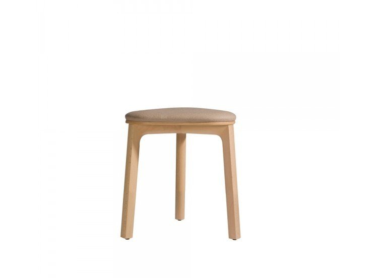 Low beech stool with integrated cushion PERCH 536-45P by Capdell