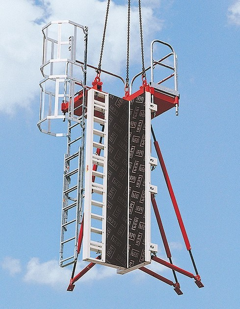 PERI RAPID PERI RAPID - Con un solo tiro di gru è possibile sollevare l'intera cassaforma, completa di piattaforma di servizio e puntelli di stabilizzazione