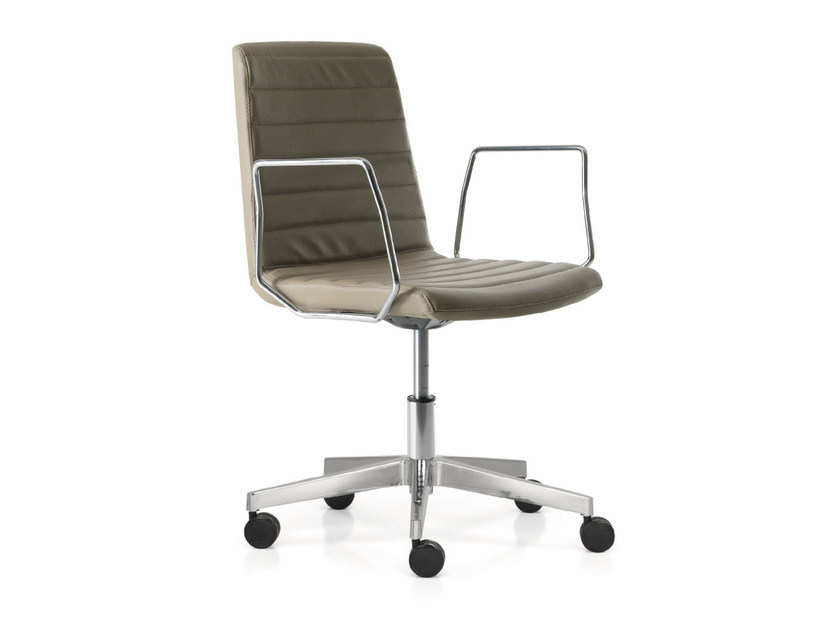 Swivel leather task chair with 5-Spoke base with casters PETIT AMELIE | Task chair with armrests by Quinti Sedute