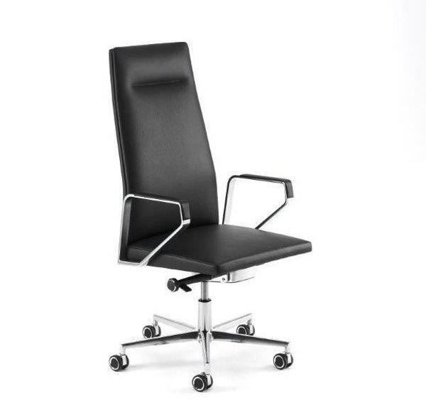 Swivel leather task chair with 5-Spoke base with armrests .PILOT PS100 by Spiegels