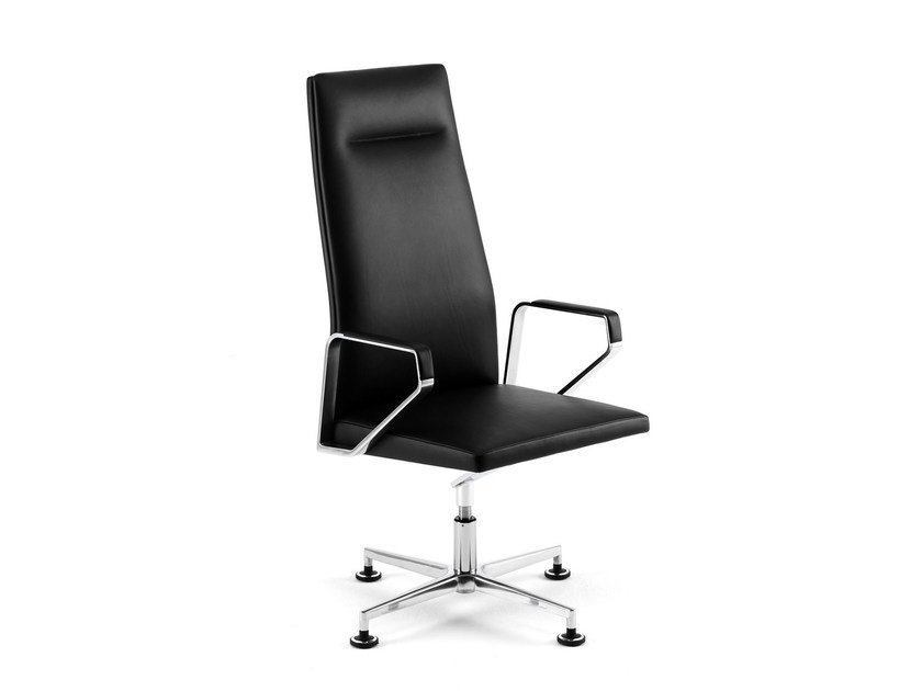 Leather task chair with 4-Spoke base with armrests .PILOT PS1101 by Spiegels