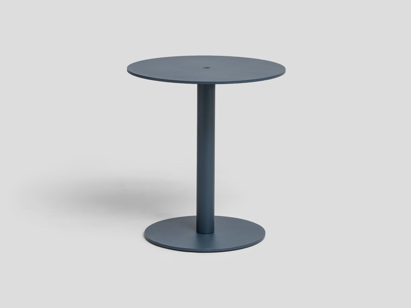 Round powder coated aluminium coffee table PINTO by UTIL