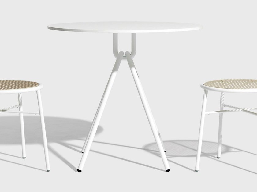 Round table PIPER | Round table by DesignByThem